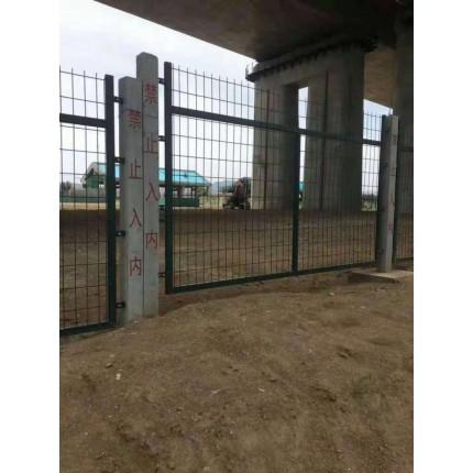 河北东联批发防护栅栏高铁桥下防护网墨绿色框架护栏水泥立柱网
