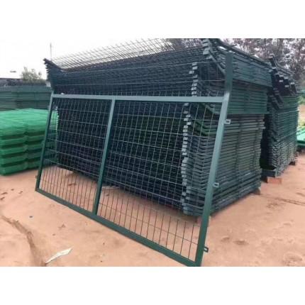 河北东联厂家直销低碳镀锌钢丝防护栏防爬网铁路护栏网