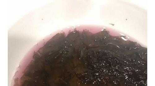 盒马APP买来的紫菜洗出橘红色水 售后服务说赔不赔令人心寒